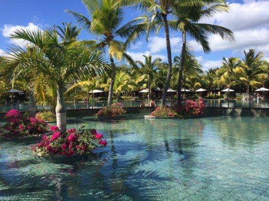 Beachcomber Trou aux Biches Resort & Spa: Around the pool