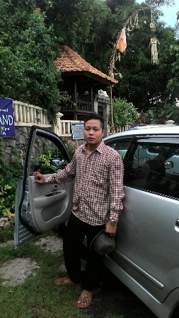 Bali private tour guide & driver with cantika bali transport.
