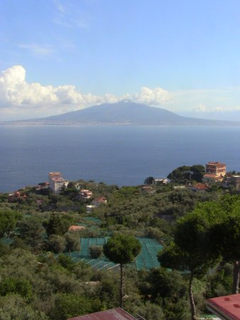 Il Nido Hotel Sorrento: View of Vesuvius from the Hotel Grounds
