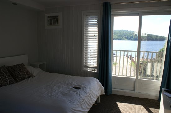 Auberge La Porte Rouge: Room with view on the lake