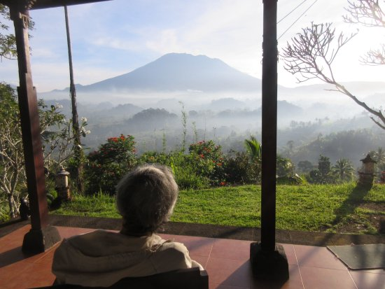 Patal Kikian: テラスからアグン山を眺める