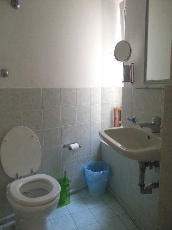ABC B&B: Il bagno della camera più piccola