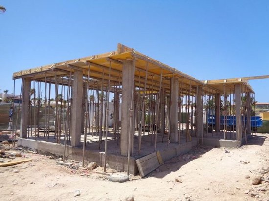 La Frasquita: This the fish restaurant being rebuilt.Someone who owns a bar in Fuerteventura has just put it o