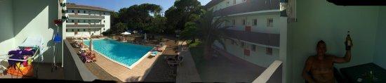 Residence Verde Pineta: Cena sul balcone e vista dal balcone