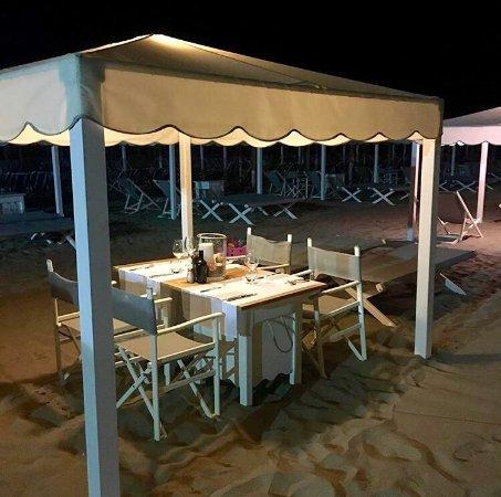 Cena in spiaggia - Picture of Gilda, Forte Dei Marmi - TripAdvisor