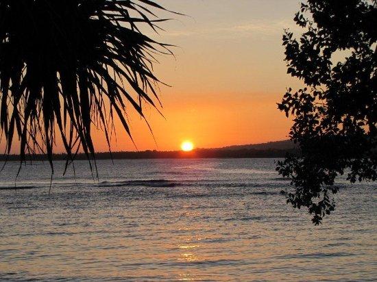อีราแทปบีช รีสอร์ท: Sunset from one of the private beaches