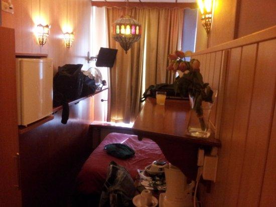 Hotel Nadia: the room