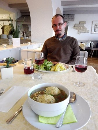 San Genesio Atesino, Italia: Knödelsuppe (and a tired László, but don't be afraid, he won't be there :) )