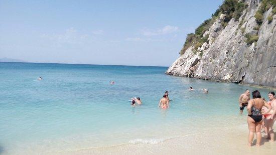 Xygia Sulphur Beach: Ксигия пляж, очень бодрящая и тонизирующая вода. Красиво, необычно молочно- голубая вода,  бодря