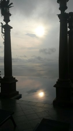 Zephyr Palace Luxury Rental Mansion: 20151025_160810_large.jpg