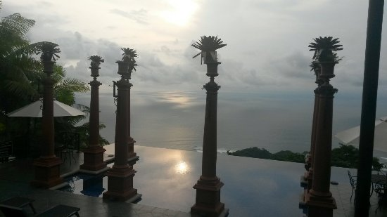 Zephyr Palace Luxury Rental Mansion: 20151025_161640_large.jpg