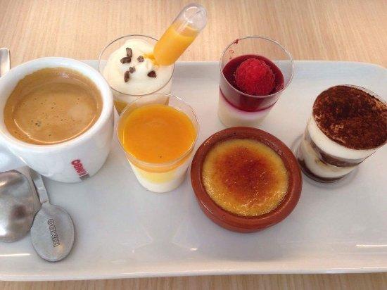 Corenc, Γαλλία: Café gourmand comprenant 3 desserts + café ou 4 desserts sans café, choisi par nos soins