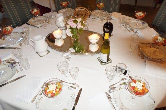 Chateau de martigny b b colmey voir les tarifs 33 - Table pour diner ...