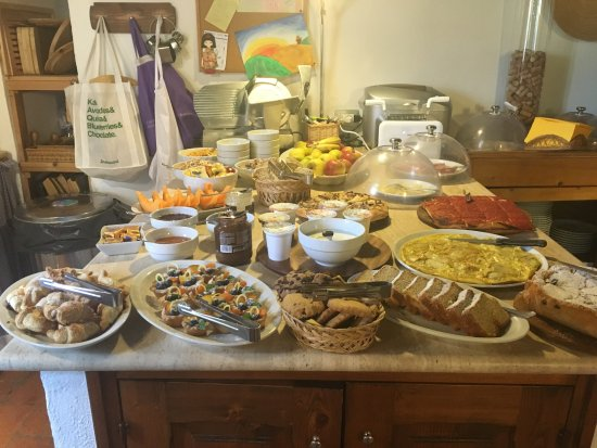 Agriturismo Marciano: This was the breakfast spread!!