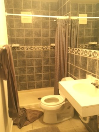 Neligh, NE: Bathroom in room #7