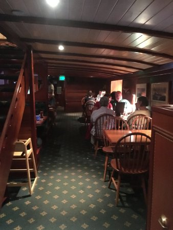 York Harbor, Μέιν: Downstairs that looks like the inside of a boat