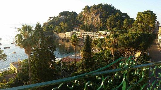 Villa Arianna: Towards Isola Bella