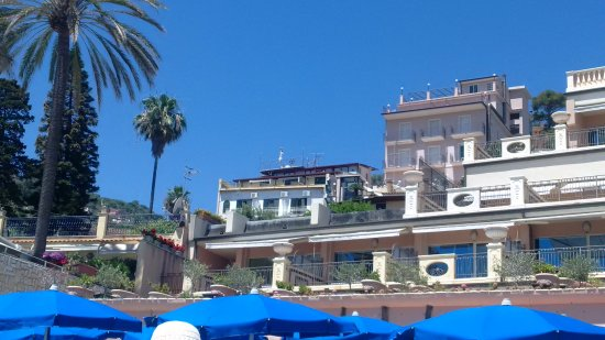 Villa Arianna seen from the beach