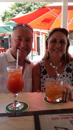De Rock Beach Bar: Rum punch and rum sour and Patricia is the best