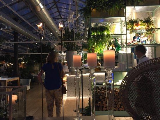 Hall y barra del bar fotograf a de el invernadero de los pe otes alcobendas tripadvisor - Los penotes alcobendas ...