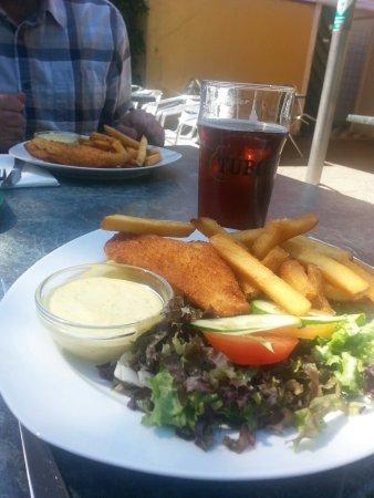 Lyngby-Taarbak Municipality, Danmark: Рыбка с картофелем, салатом и пивом