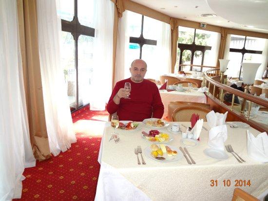 Hotel Oreanda: Завтрак под шампанское