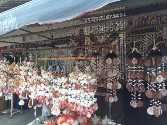 Ban Phe Market: โมบายเปลือกหอย