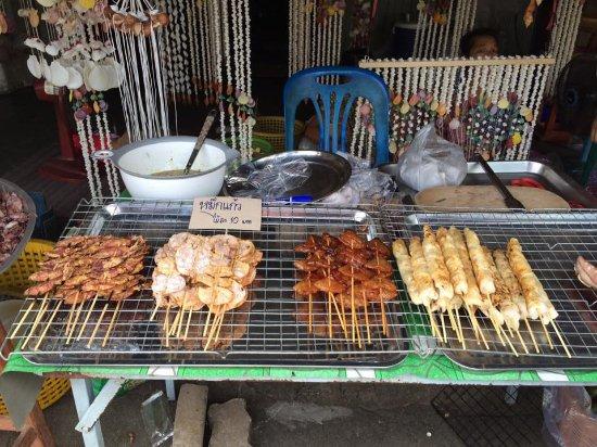 Ban Phe Market: ปิ้งย่างทะเลเสียบไม้