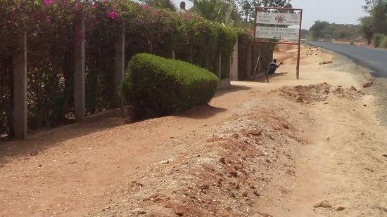 Fadial, Senegal: La route remplace la piste