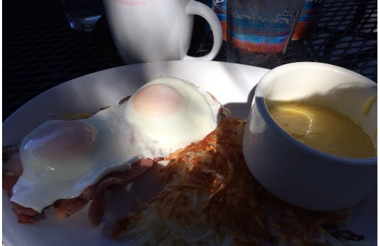 Prescott, WI: Eggs Benedict with hash browns