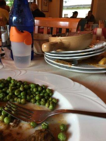 Antey Saint Andre, Italia: Piatti a tavola non sparecchiati che nemmeno a casa mia nei momenti più bui...