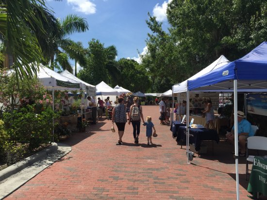 Punta Gorda History Park : Sunday farmers market from 9am to 1pm. Recommend getting some freshly made sausages and salads f