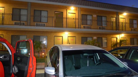 santa clarita motel 2. Black Bedroom Furniture Sets. Home Design Ideas