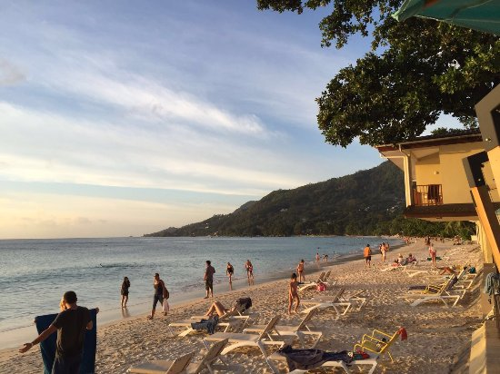 Coral Strand Smart Choice Hotel Seychelles: Ottima posizione, proprio sulla spiaggia di bau vallon. Buona la cucina, anche il sushi non è ma