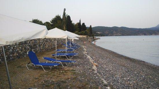 Sipiada, Greece: beach and umbrellas