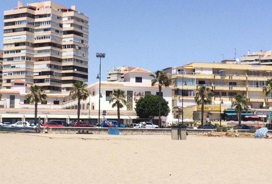 Hotel Tarik: Hotel seen from Beach across the Road