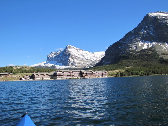 Many Glacier Lodge: View from Swiftcurrent Lake