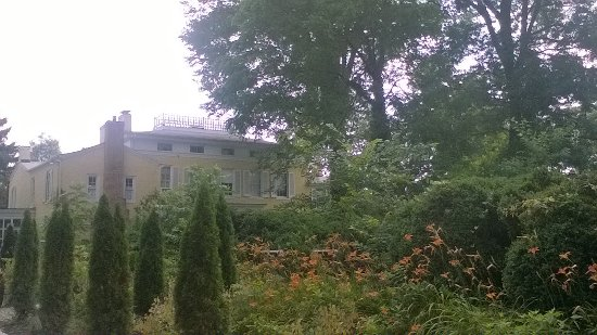 Milford, DE: Gardens behind the mansion