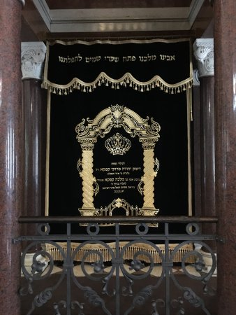 Nozyk Synagogue (Synagoga Nozykow): The arc