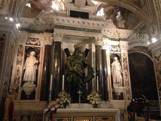 Duomo di Sant'Andrea Apostolo : Altar inside the Duomo.