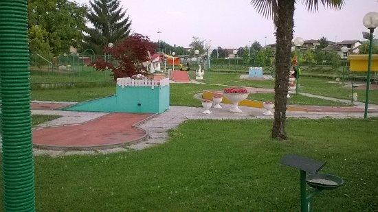 Creazzo, Włochy: Bellino anche il campetto di minigolf