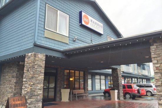 Harbor 360 Hotel: Hotel Entrance