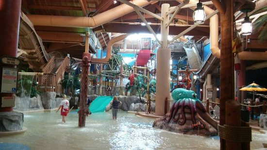 Castaway Bay Resort: Toddler area, at least three slides in area.