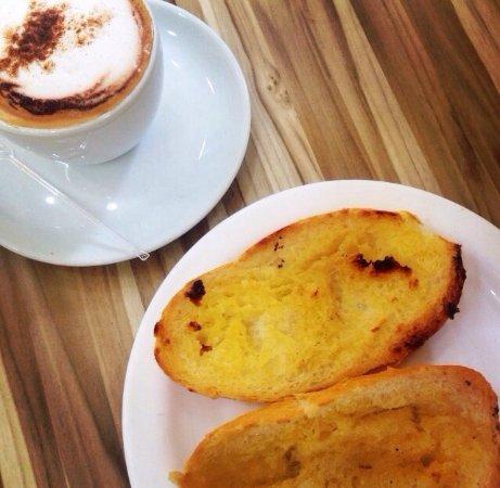 Fioretta Doceria: Cappuccino e pão na chapa! Melhor café-da-manhã ever!!