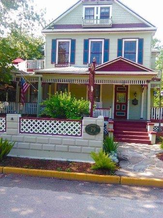 The Cedar House Inn: photo0.jpg