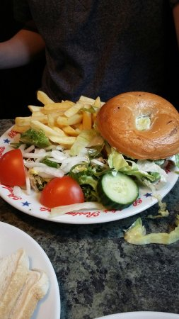Hockliffe, UK: Benedict Burger in a bagel