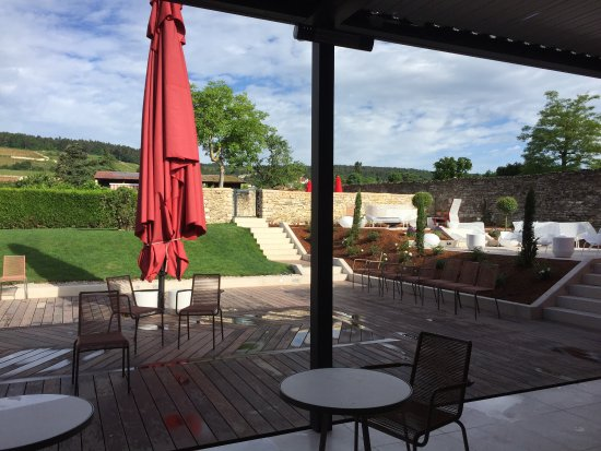 Morey St Denis, ฝรั่งเศส: Très bon dîner sur cette magnifique terrasse au milieu des vignes, service sympa, cuisine raffin