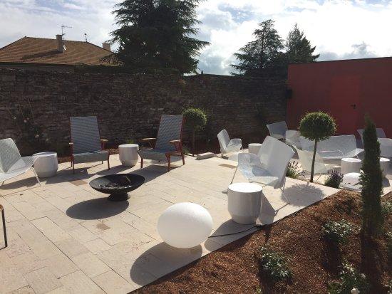Morey St Denis, Prancis: Très bon dîner sur cette magnifique terrasse au milieu des vignes, service sympa, cuisine raffin