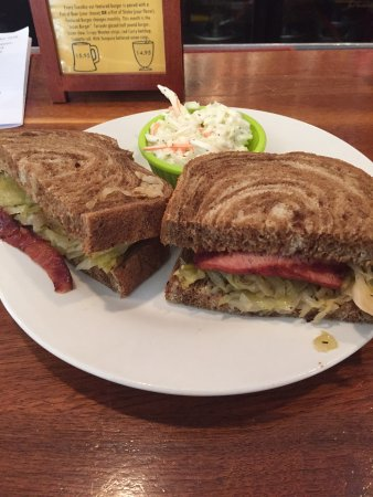 The Governor's Pub: kielbasa sandwich