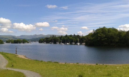 Bowness-on-Windermere, UK: View over lake half way along 4 mile walk